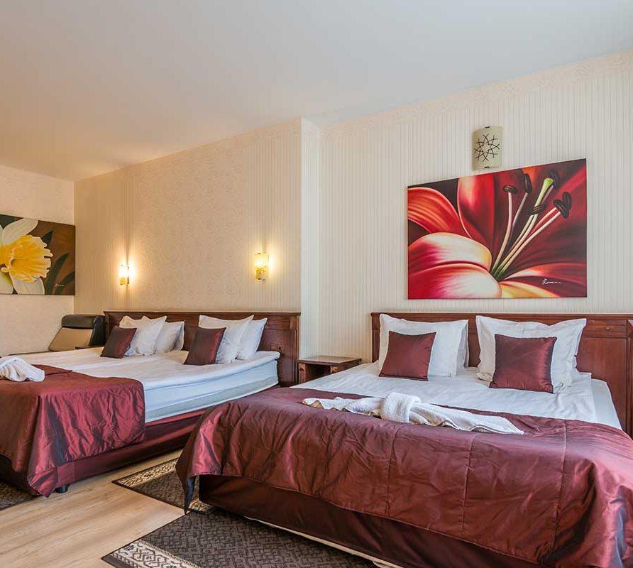 Апартамент за четири човека в тризвезден хотел Арис и Адриа
